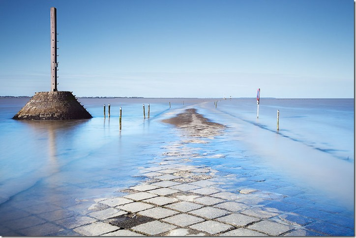 disappearing-road-passage-du-gois-france-10