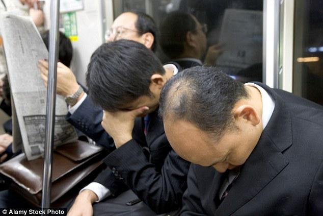 日本の過酷な時間外労働と過労死が海外で話題に!外人「日本では少数の個人は尊重されない」