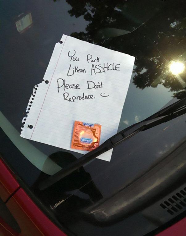 【画像】駐車が下手すぎるアホは「ユーモアと皮肉たっぷりの置手紙」でこらしめてやろう(海外の反応)