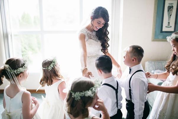 美人教師の結婚式にダウン症の子供たちがゲスト参加!天使の祝福で特別な結婚式になったね