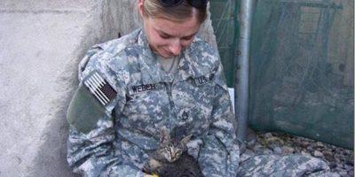 soldier-refuses-leaving-special-needs-kitten-afghanistan-1_thumb.jpg