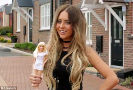 【画像】バービー人形に憧れて手術しまくる女、大反対の彼氏とは破局の危機の模様
