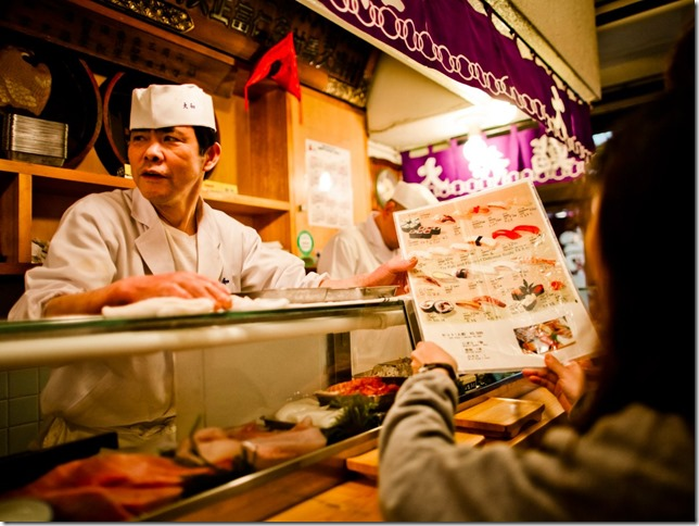 enjoy-some-of-the-freshest-sushi-in-the-world-at-the-tsukiji-fish-market