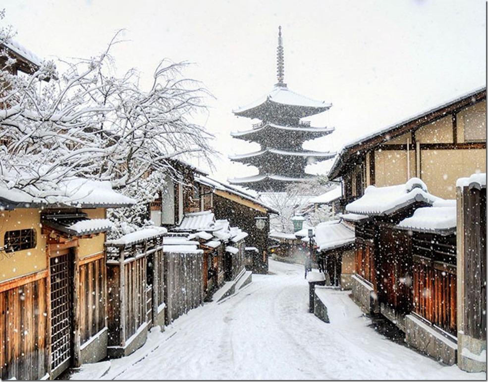 heavy-snowfall-kyoto-japan-2017-47-587dd9ac39a3c__700