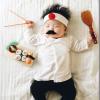 【画像】お昼寝中の赤ちゃんに仕掛けたイタズラで、わが子を世界的に有名にした日系人ママ。