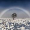 【画像あり】世にも珍しい白一色の虹が観測される!ただし、ある不吉な出来事の前兆だと心配する声も…