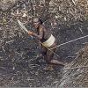 【アマゾン】「文明と隔絶された新種の民族」が発見される!カメラマンに弓を構える原住民たち
